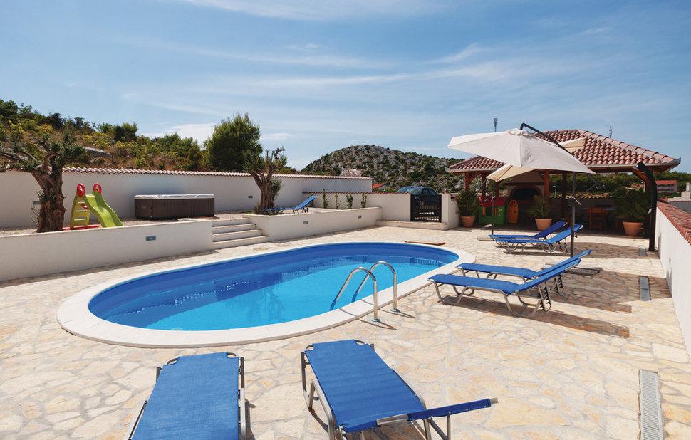 Ovaal zwembad for Prijzen zwembaden geplaatst
